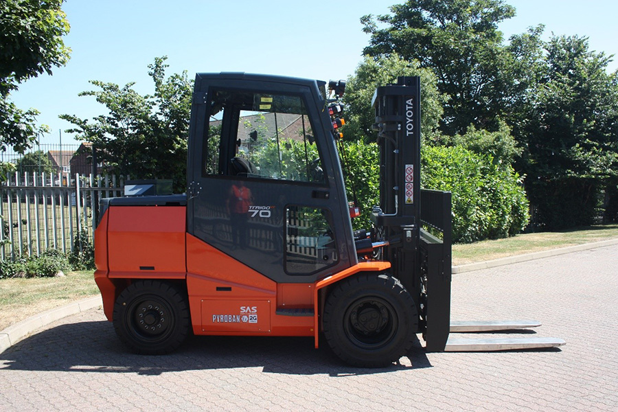 Unique 7 tonne lift truck for Zone 1 petrochemical operation