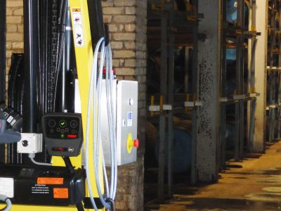 Hyster® E3.5XN electric lift truck featuring Pyroban's system6000™ on the approach to the maturation warehouse